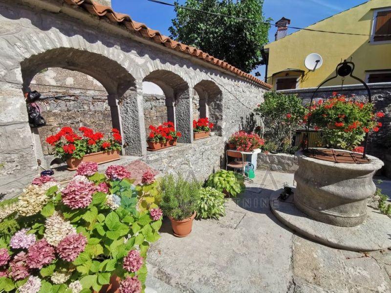 Šarmantni stančić u starogradskoj jezgri grada Labina s pogledom na mo (prodaja)
