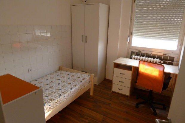 Sobe za studentice-Osijek,Potpuno namještene, 50m od