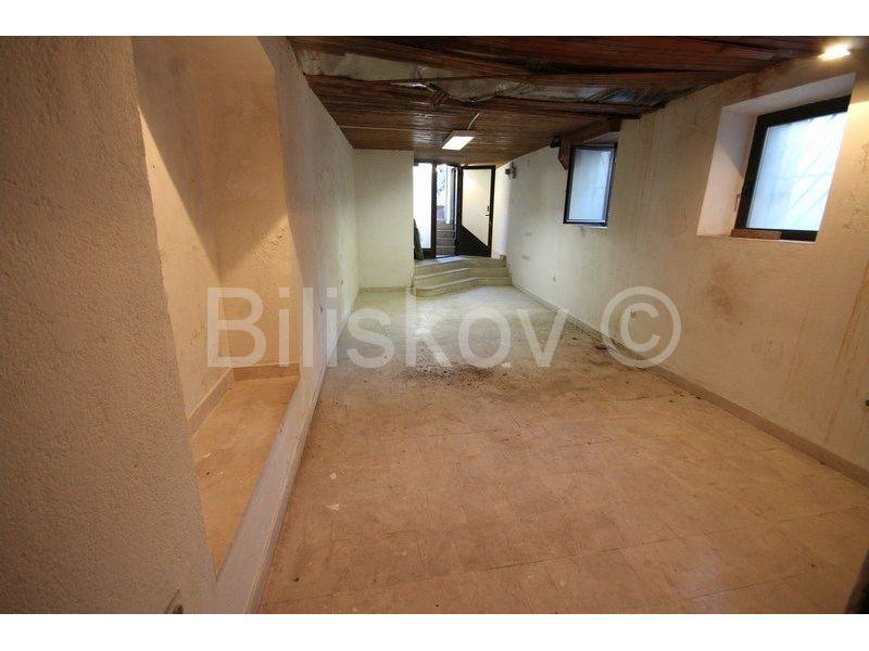 SPLIT, MANUŠ poslovni prostor u suterenu 60 m2 (prodaja)