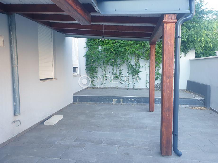 Split, Pazdigrad - Dvosoban stan, 70 m2 + 30 m2 - NA DUŽI PERIOD!!! (iznajmljivanje)