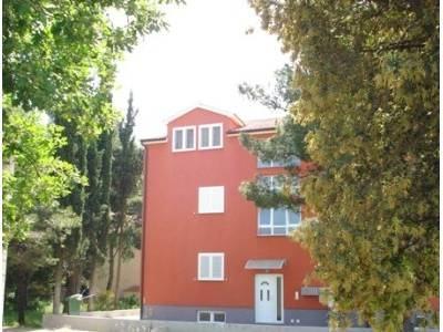 Srima, 3-sobni apartman sa namještajem, 130m do plaže (prodaja)
