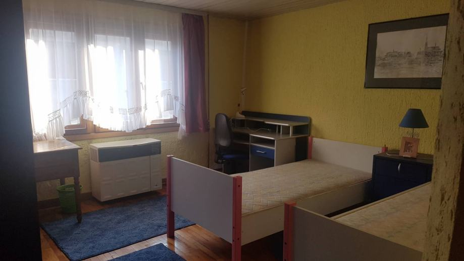 Stan u kući : Osijek 65 m2, - isključivo za studentice (2
