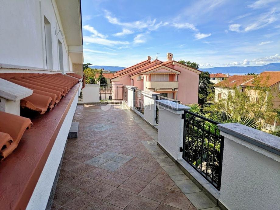Malinska, prodaja, namješteni apartman s lijepim pogledom na more! (prodaja)