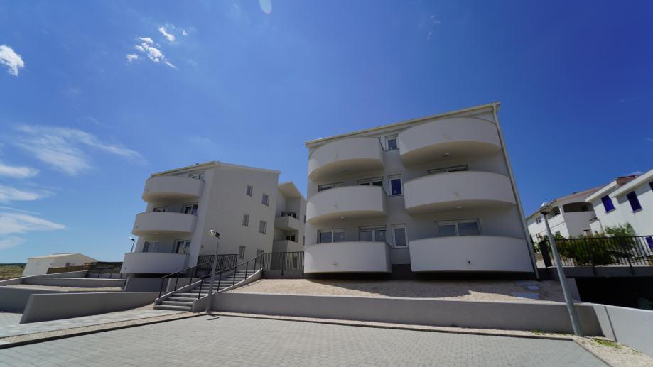PRODANO !!!  Zadar, okolica, novogradnja - 1. red uz more, 65.86 m2 (prodaja)