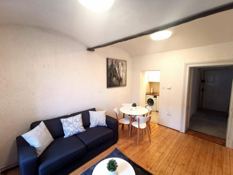 STROGI CENTAR, KAMENITA VRATA 68.00 m2 450€ (iznajmljivanje)