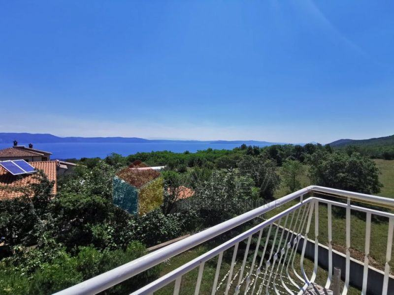 Suncem okupan stan s čarobnim pogledom na more (prodaja)