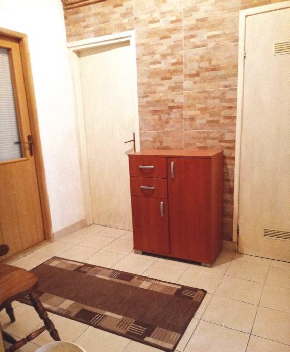 Trosoban stan 65m2 na Kvatriću - traži se cimer