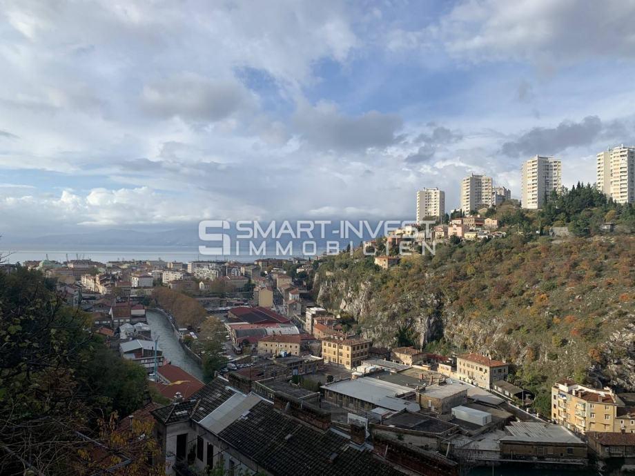 TRSAT, stan od 56.13 m2, sa balkonom i lijepim pogledom na more i cent (prodaja)
