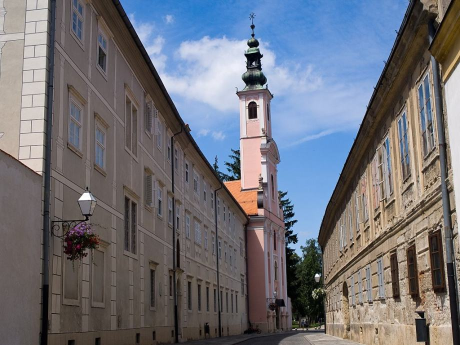 Varaždin - gradska jezgra: prostran 4-sobni stan od 206.70 m2 (prodaja)