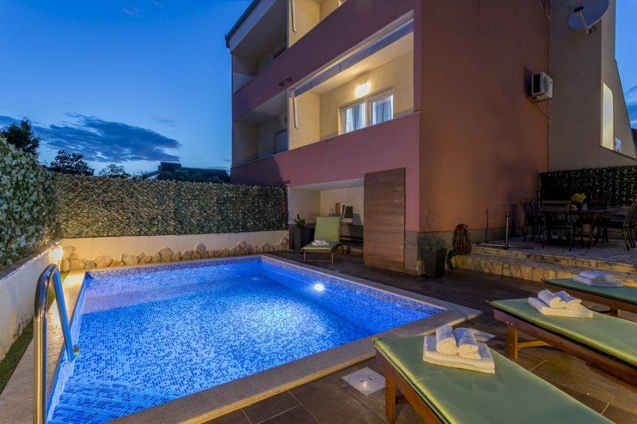"Villa ""TANGO"" Private Sanctuary with Pool for 12 persons (iznajmljivanje)"