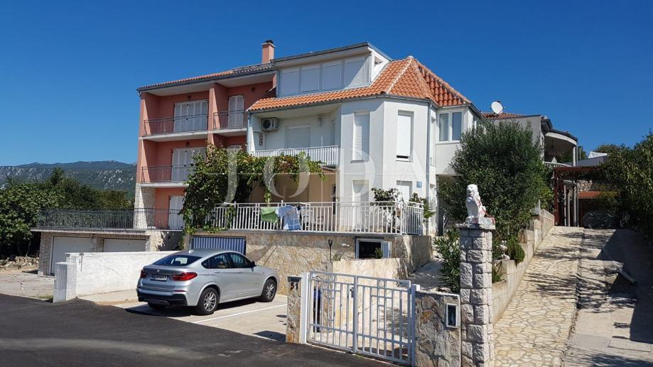 Novi Vinodolski, apartmanska kuća (prodaja)