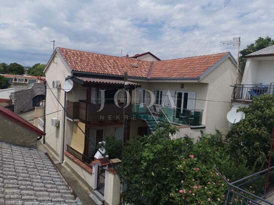 Novi Vinodolski, kuća,dva apartmana, stan,pogled na more (prodaja)