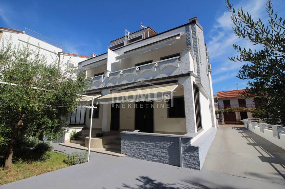 Vodice apartmanska kuća sa ukupno 5 stambenih jedinica, ukupne korisne (prodaja)