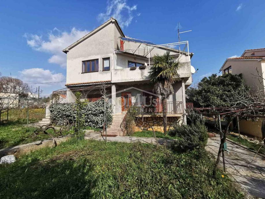 Vodice, centar, kuća katnica 291,95m2, na parceli od 595m2 (prodaja)