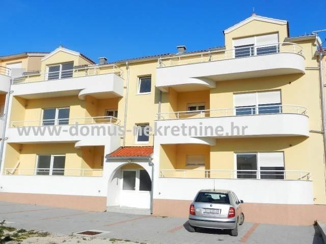 Vodice dvosoban apartman 81,90m2 u prizemlju, mirna lokacija (prodaja)