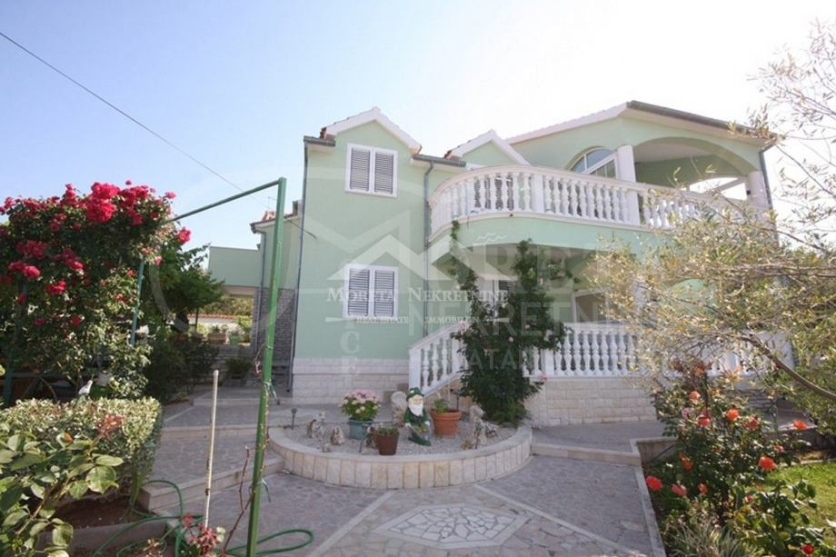 Vodice, luksuzna kuća s pogledom na more (prodaja)