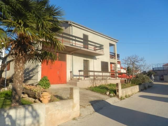 Vodice, obiteljska kuća 120m2 s pogledom na more i garažom (prodaja)