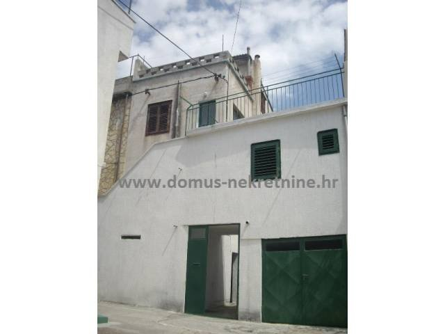 Vodice,starija katnica sa 104 m2 stambenog prostora (prodaja)