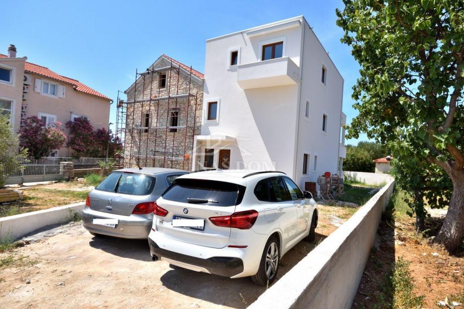 Vodice - SUPER LOKACIJA, Trojna kuća 150m do Plave plaže (prodaja)