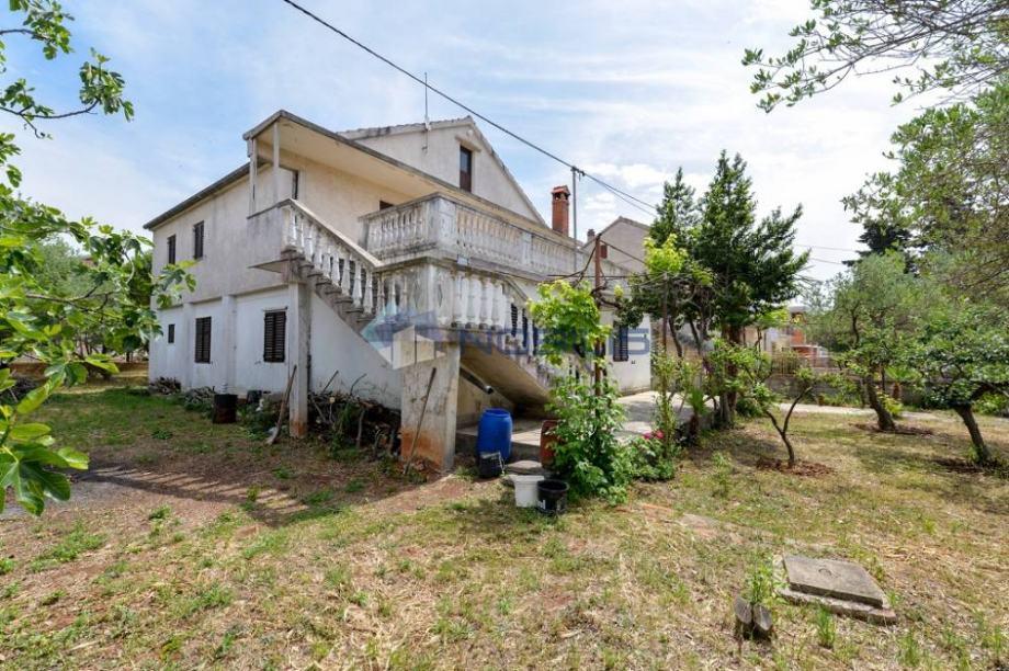 Zadar, Smiljevac, kuća 250m2, zemljište 980m2 (prodaja)