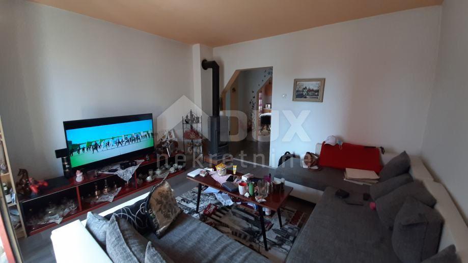 ZAMET - samostojeća kuća s 2 stana, garažom i okućnicom (prodaja)