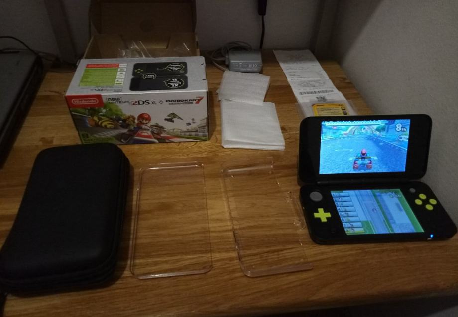 Nintendo 2DS XL + MARIOKART 7 + SUPER MARIO 3D LAND + MINECRAFT