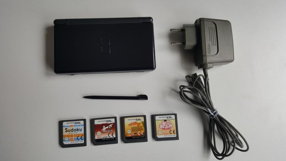 Nintendo DS Lite sa 4 igre