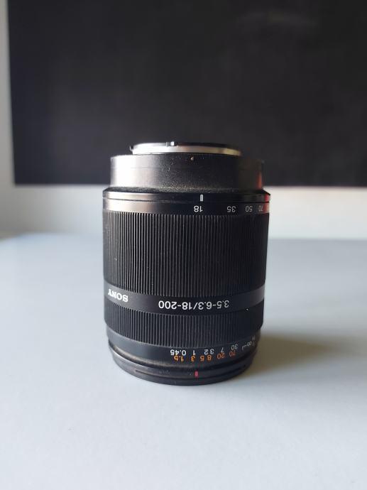 Sony DT 18-200, f/3.5-6.3