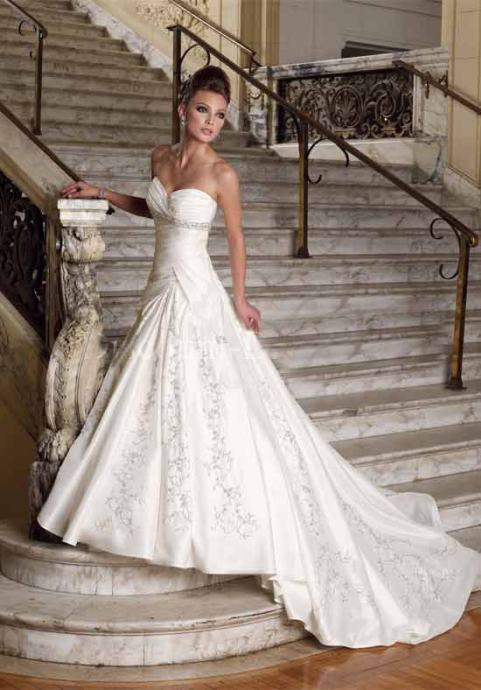 Vjenčanica sa perlicama i izvezenim detaljima