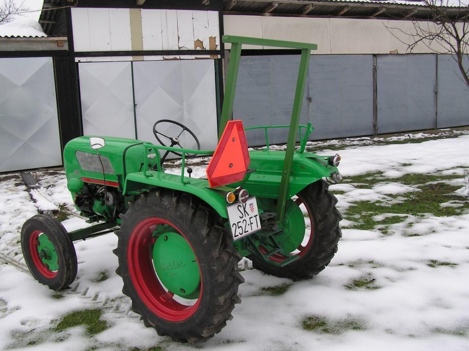 Traktor Holder B12