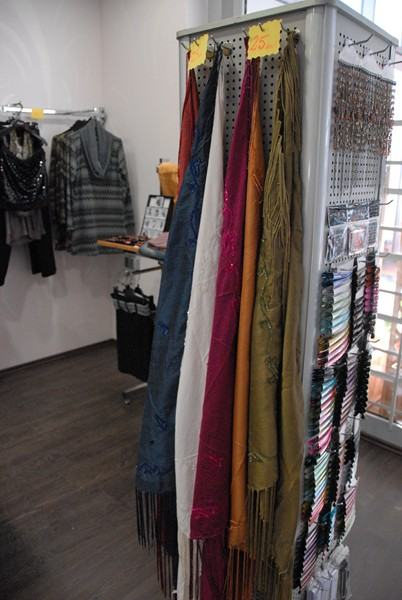 Lot , šalovi  , tekstila  100 kom za 200 eura , pareo , šal