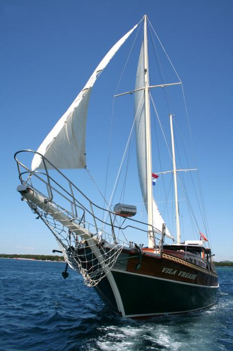 GULET, Motorni jedrenjak