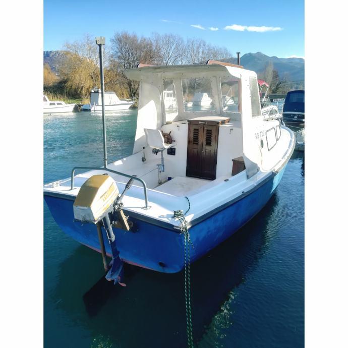 Prodajem brod Maestral 700, u cijenu uključen motor ISUZU 60KS