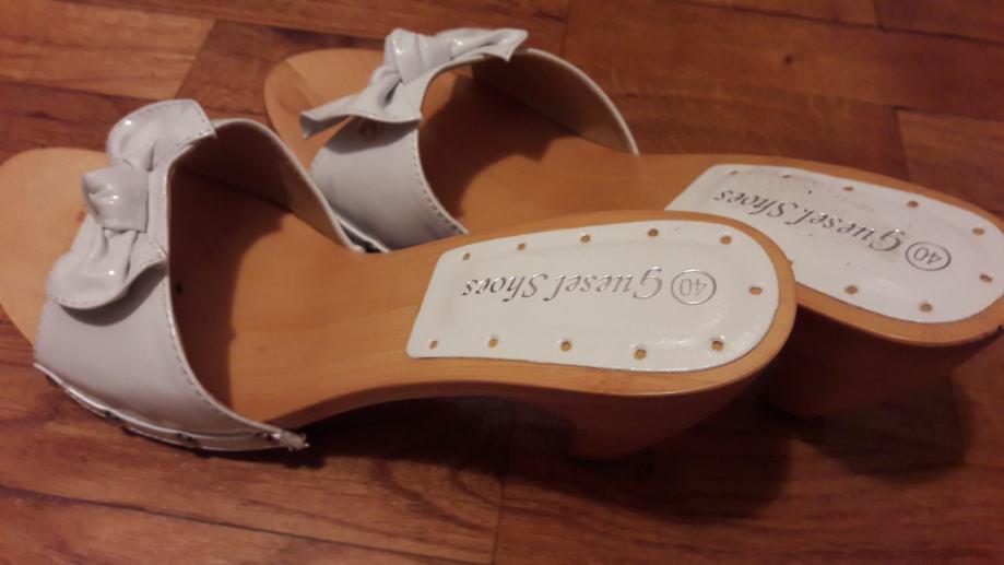 Bijele papuce br. 40