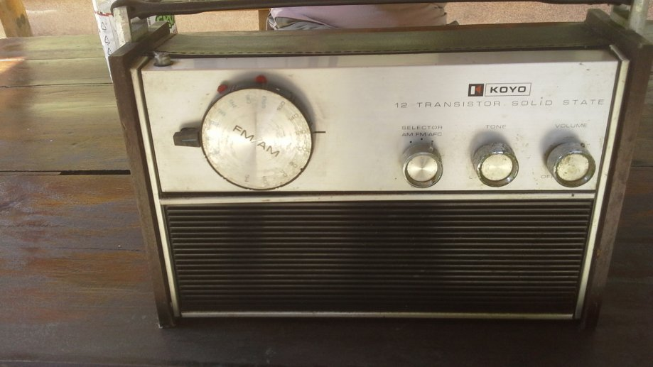 Prodajem stari radio