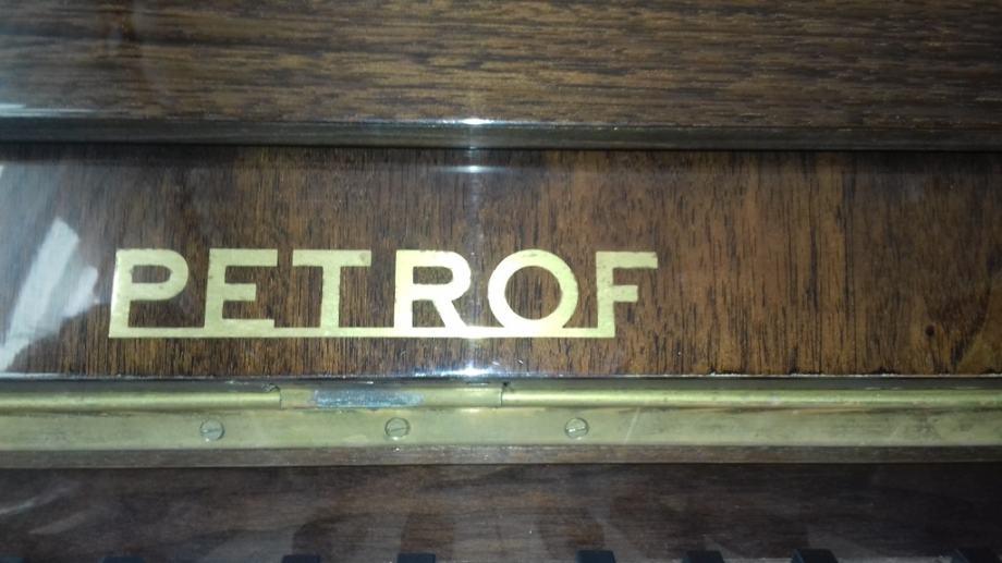Pianino Petrof, mahagoni, lakiran