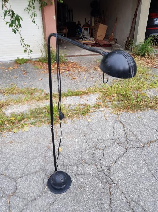Podna lampa crna