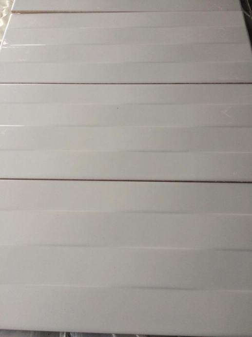 keramika za KUHINJE i KUPAONICE valovite u bjeloj boji - 31,81 %
