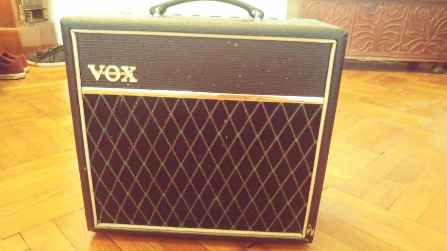 Prodajem Vox Pathfinder 15R 15w pojačalo