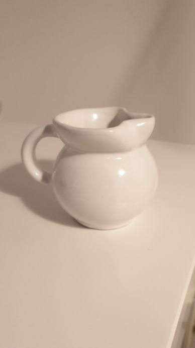 Vrčić za mlijeko