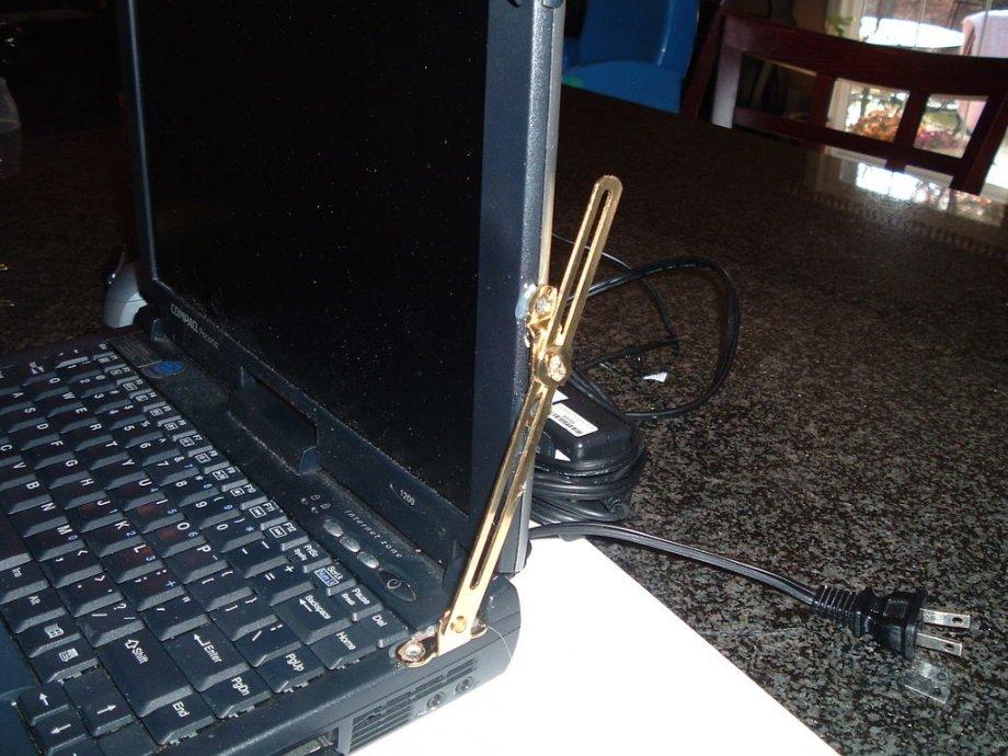 Panti ( hinge / škare / šarke ) za laptop, ili... može i ovako ;)