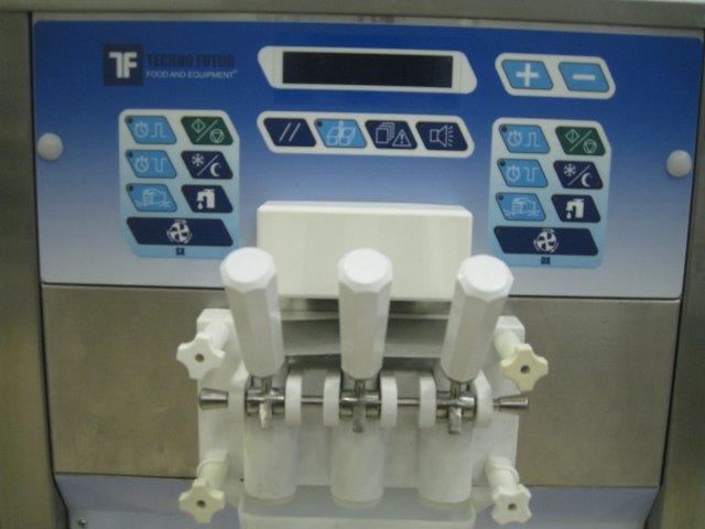 sladoledni stroj točeni sladoled na ručice 3