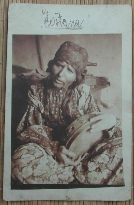 Stara razglednica sa romkinjom Koštana