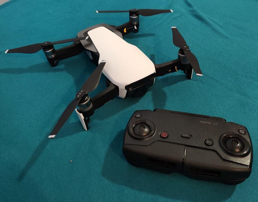 DJI Mavic Air dron s opremom