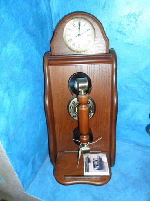 ANTIKNI ZIDNI TELEFON SA SATOM-WALL TELEPHONE WITH CLOCK.