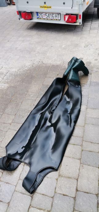 Ribičke čizme sa treger hlačama.