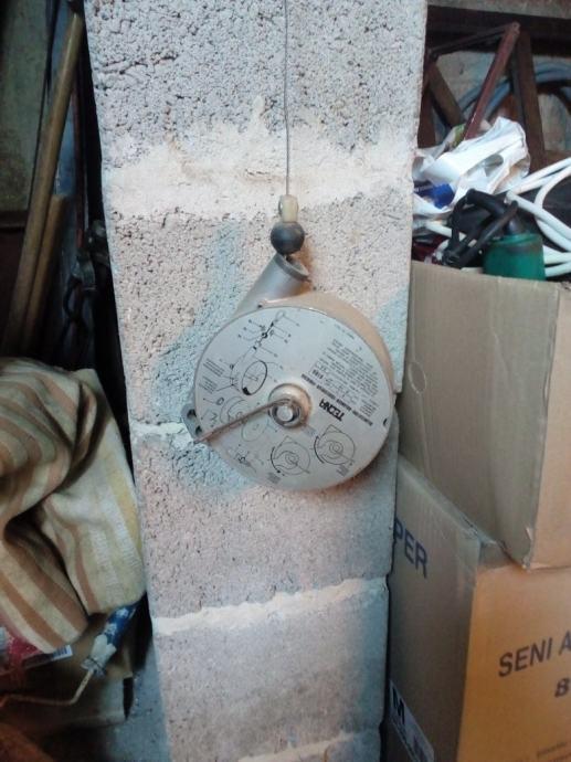 Balanser za ovjes alata tipa pneum.klam. ili mašine za šiv. vreća itd