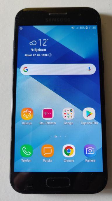Samsung Galaxy A3 (2017) 16 GB, crni, malo korišten