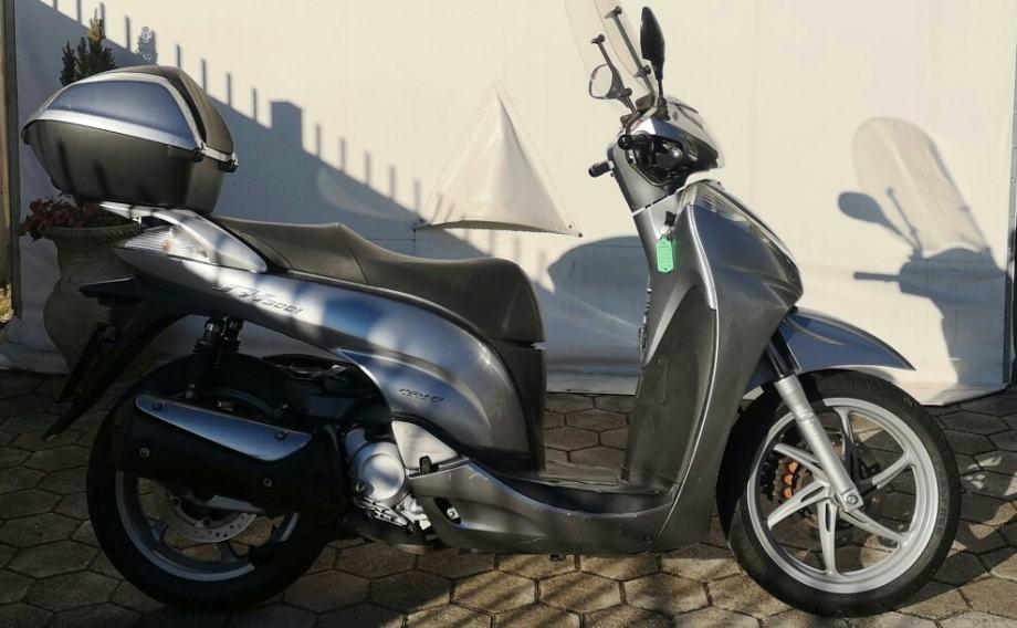 Honda SH 300 300 cm3, 2009 god.