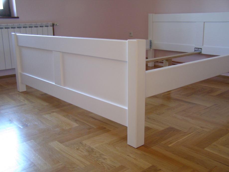 drveni bračni krevet